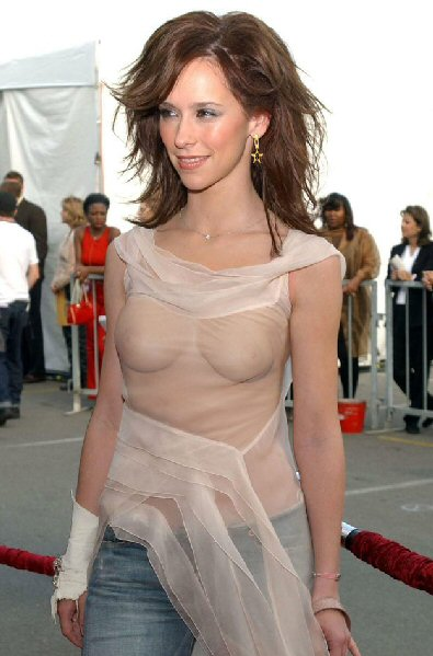 jennifer-love-hewitt-see-through-shirt.jpg
